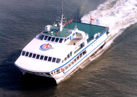 小水线面油田交通船